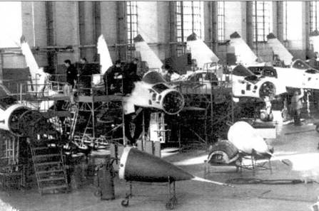 МиГ-29 в сборочном цехе МАЛО.  В 1979 г. Государственной комиссии представили эскизный проект и макет самолета, а 29...