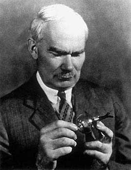 """Ли Де Форест, его триод- """"аудион """" и схема простейшего радиоприемника с вакуумным триодом в качестве детектора и..."""